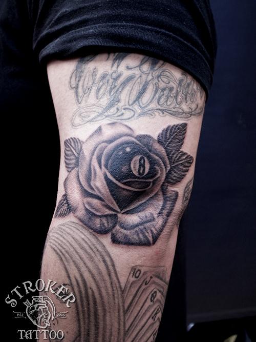 薔薇 8ボール タトゥー