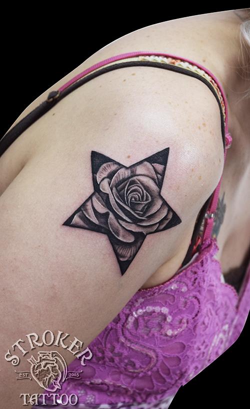 星 薔薇 タトゥー