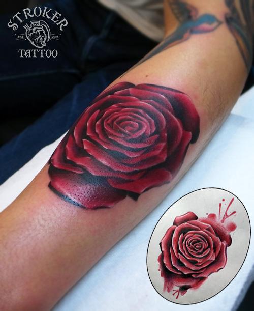 赤いバラ薔薇タトゥー