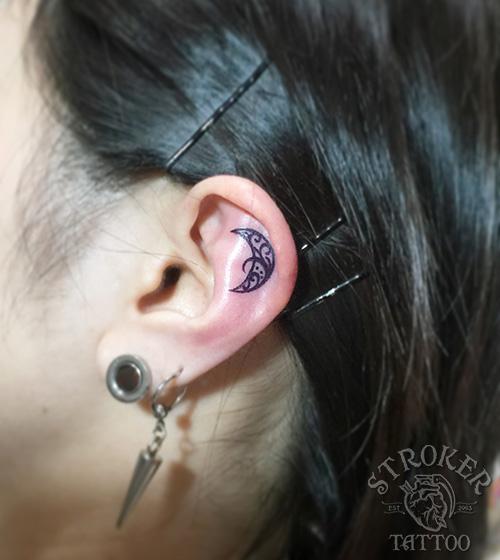 耳-月-タトゥ-