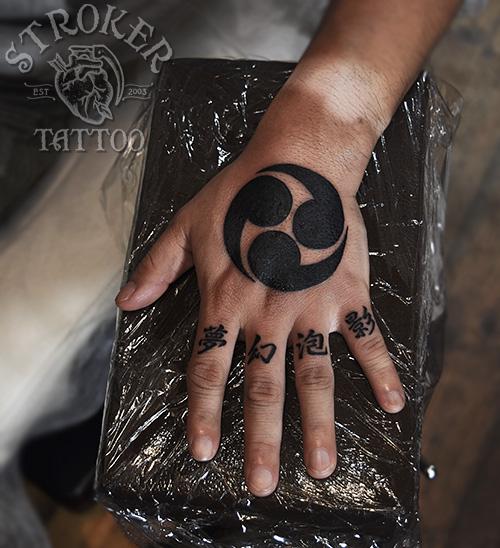 手の甲タトゥー
