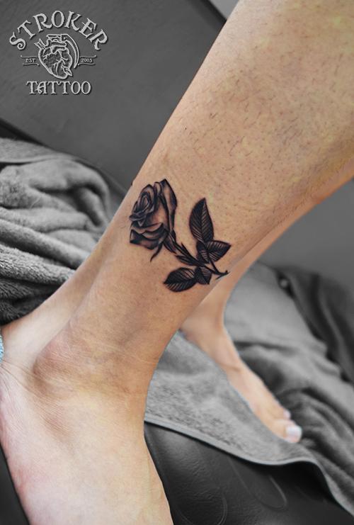 薔薇 一輪挿し タトゥー