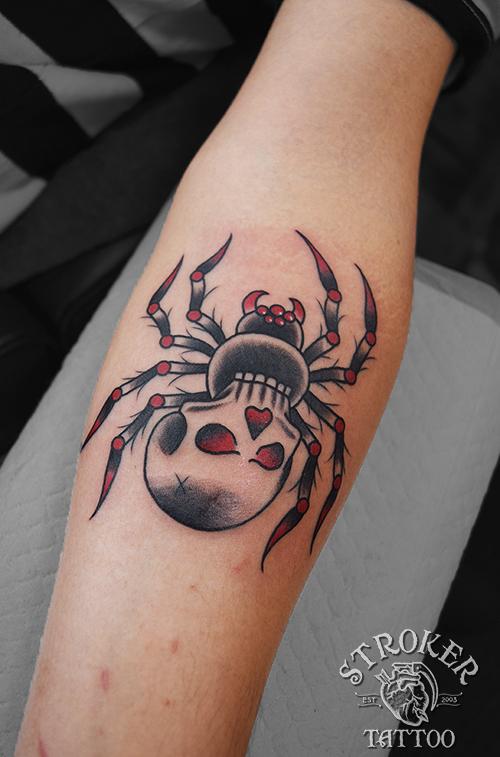 蜘蛛 トラディショナル タトゥー 赤