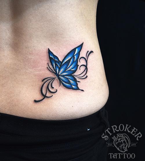 女性腰蝶タトゥー