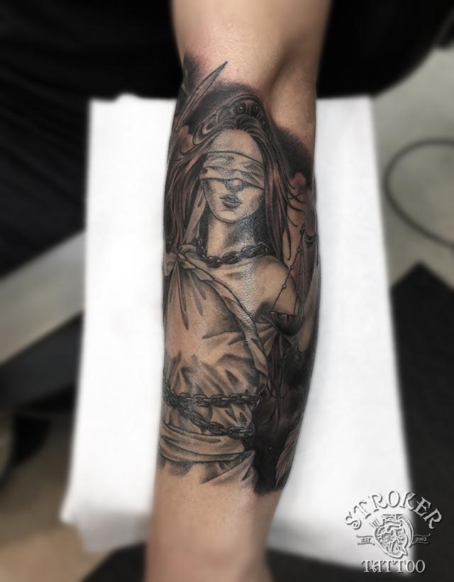法と正義の女神、テミスのタトゥー刺青