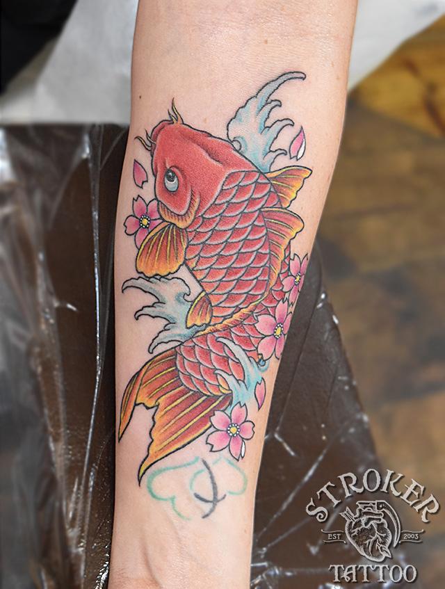 女性鯉刺青