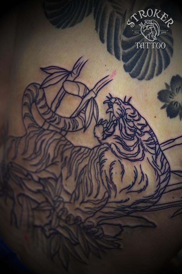 虎 竹 背中 タトゥー