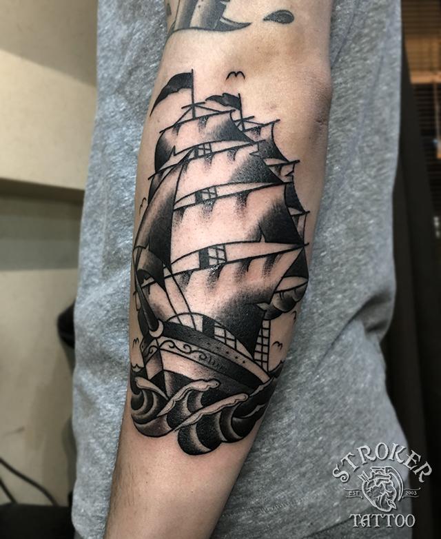 帆船、船のタトゥー