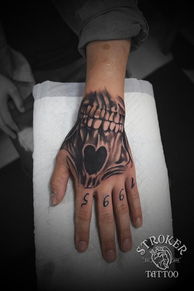 手の甲 スカル マスク tattoo リアル