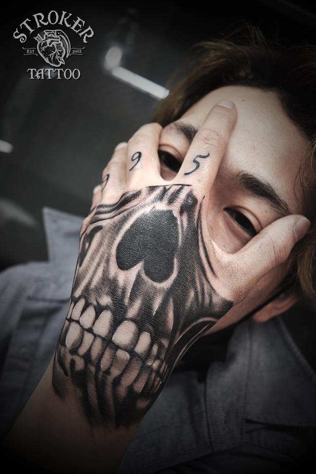 スカル マスク tattoo  手の甲