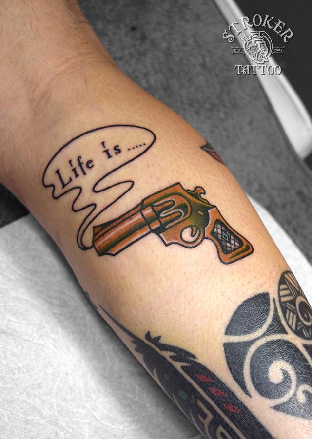 銃 タトゥー