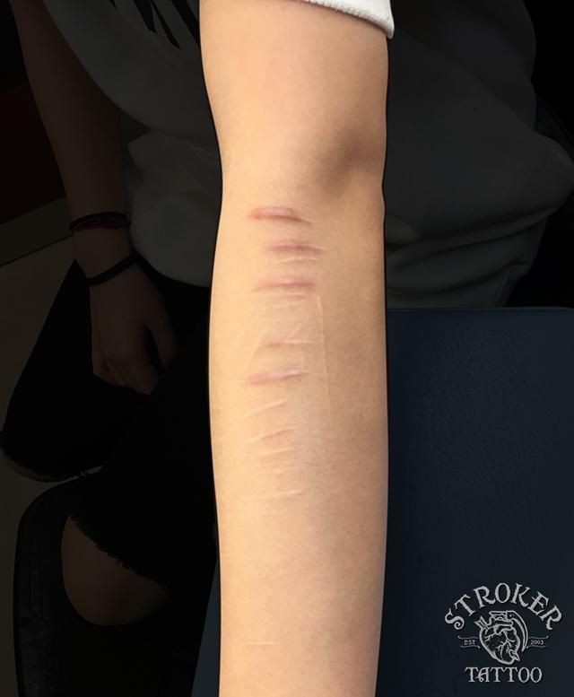 リストカット 隠す タトゥー