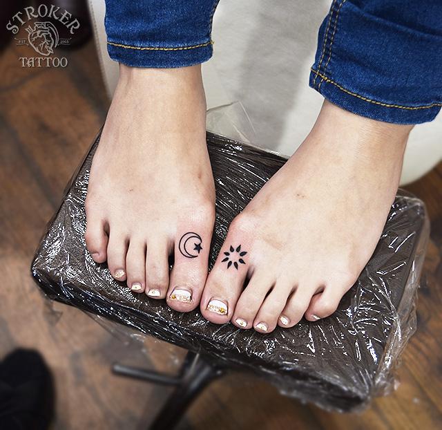 足の指タトゥー