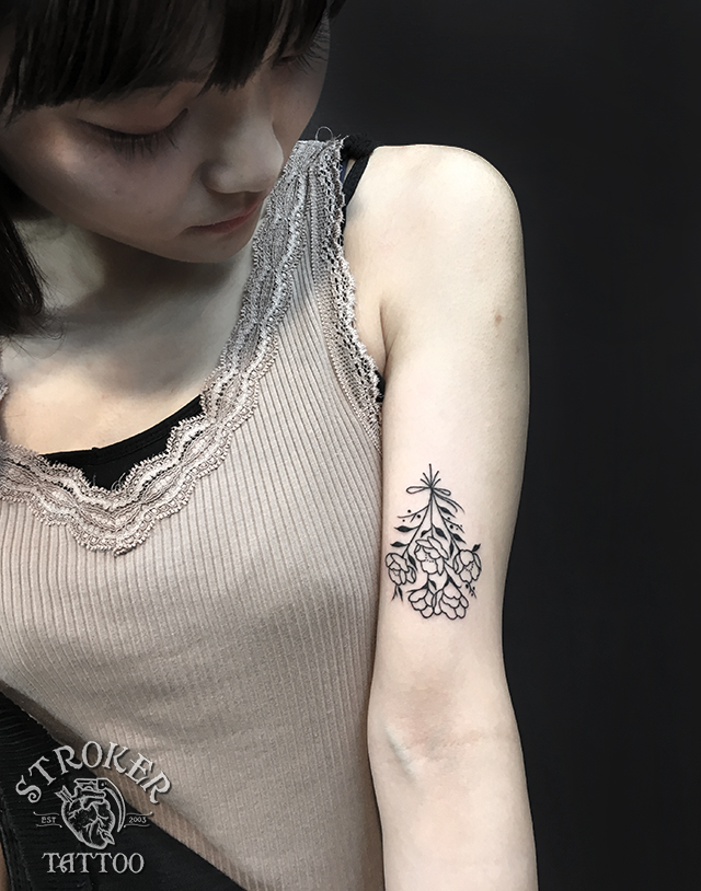 椿の花束のタトゥー