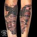 カラスと棺桶のタトゥー