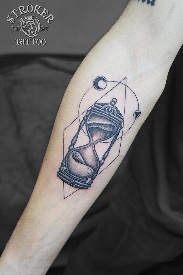 砂時計 ジオメトリック ブラックアンドグレー タトゥー