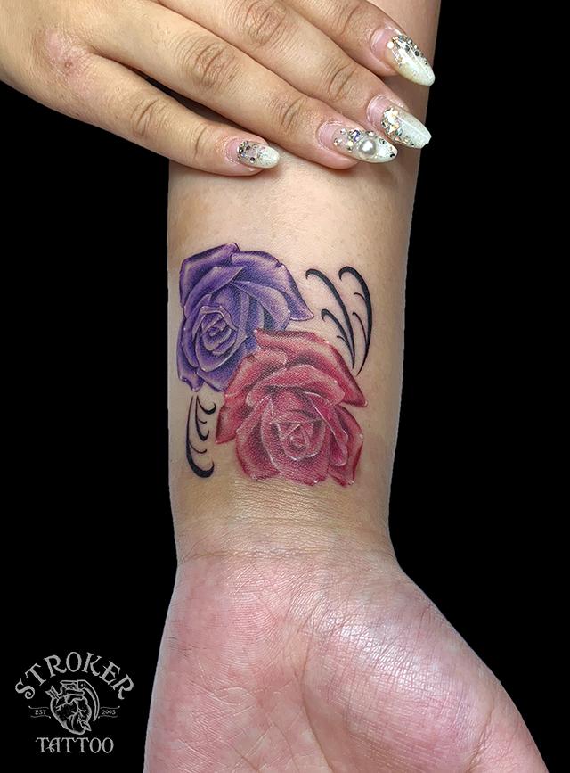 薔薇の手首タトゥー