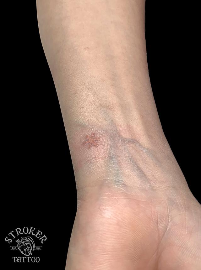 米印の手首タトゥー