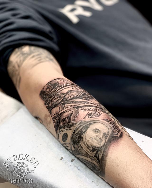 100ドル札のタトゥー