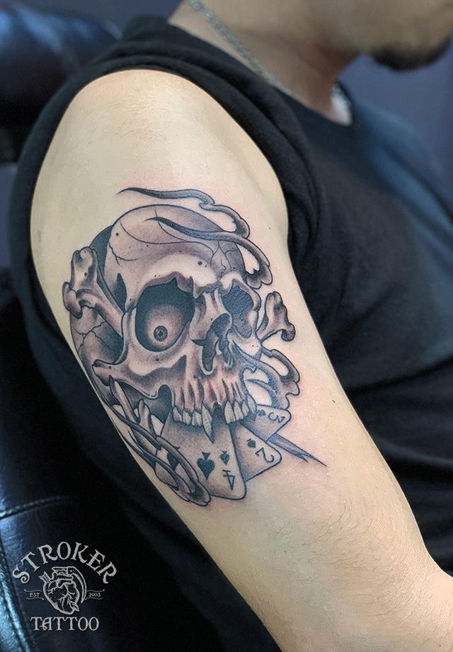 クロスボーンスカルのタトゥー