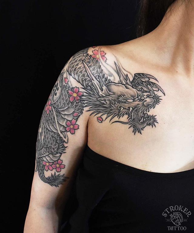 龍刺青女性