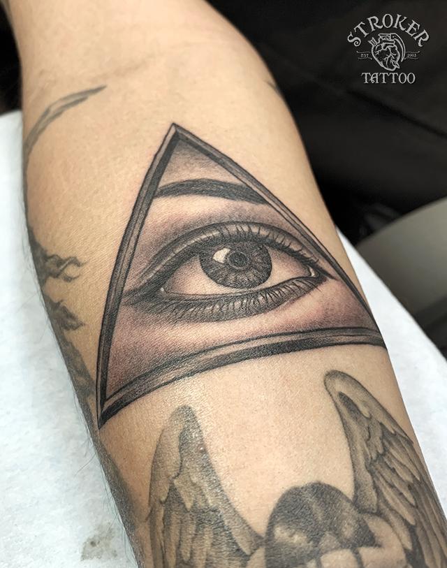 プロビデンスの目タトゥー
