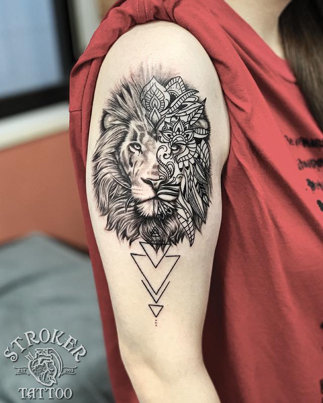 ライオン 模様 ジオメトリック タトゥー