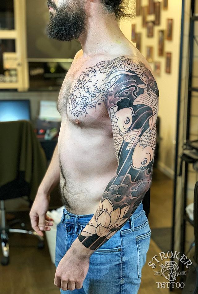 金剛龍、陰陽鯉、睡蓮の和彫り刺青1