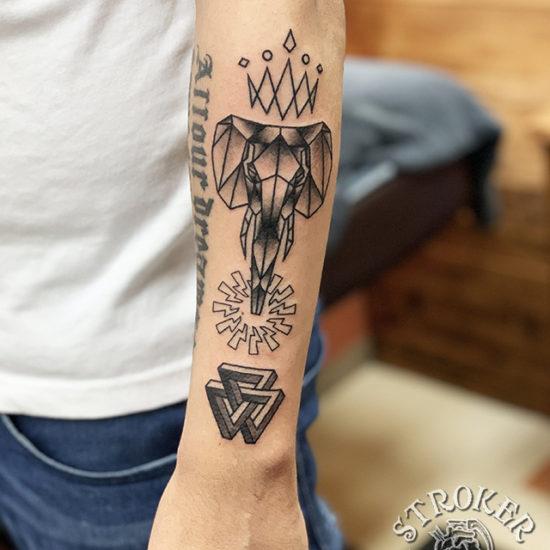 像 ジオメトリック 模様 ブラック ラインワーク タトゥー