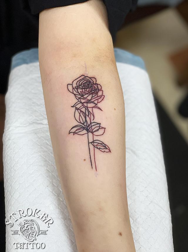 薔薇 バラ 黒 赤 ライン 細い 一本 タトゥー