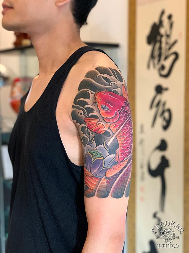 鯉と蓮、和彫り、刺青、三分袖