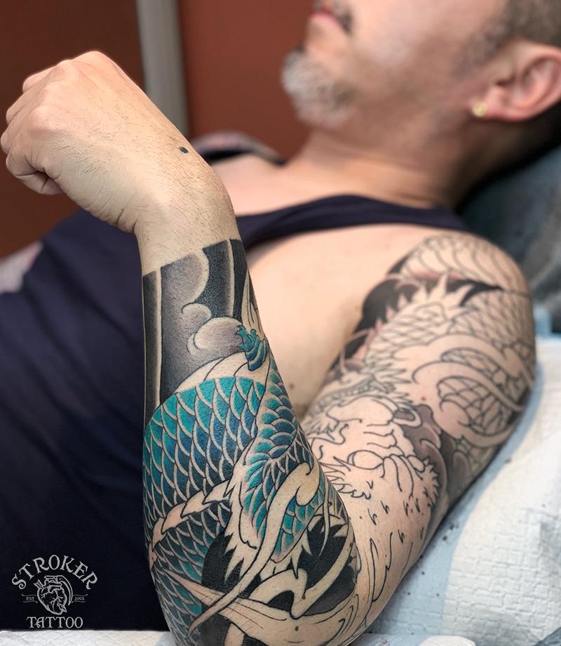 タトゥー継続中、龍袖九分