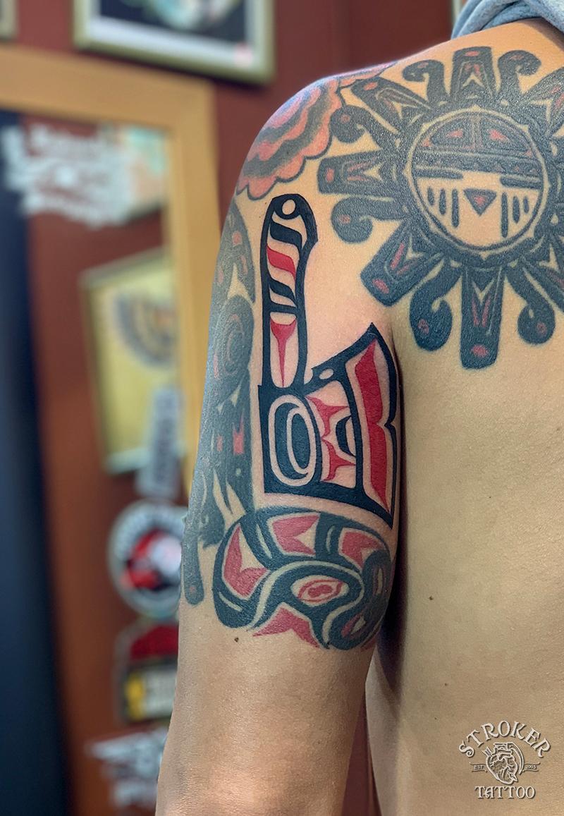ハイダインディアン斧のタトゥー