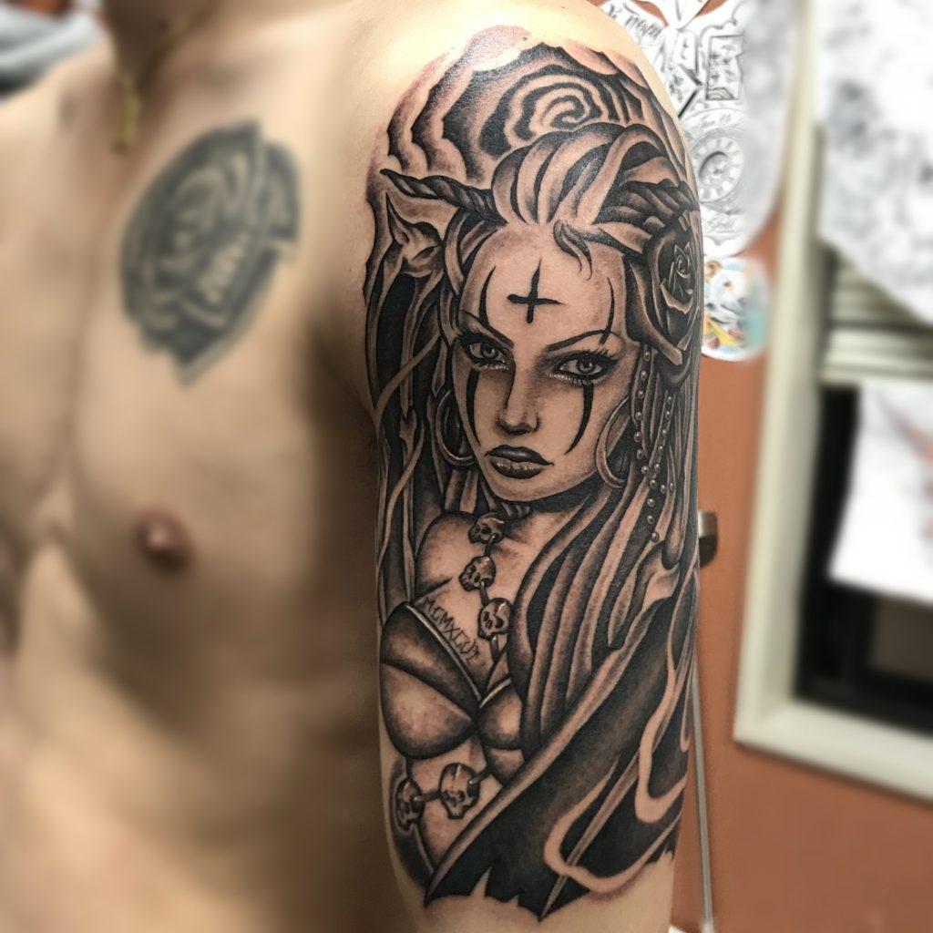 美女 タトゥー