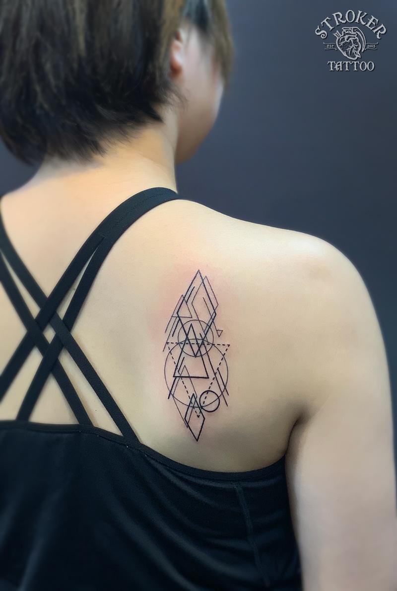 幾何学文様のタトゥー