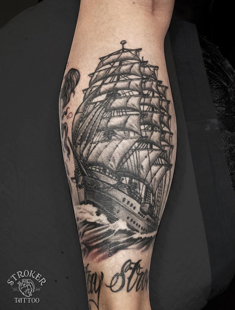 帆船のタトゥー、ふくらはぎ