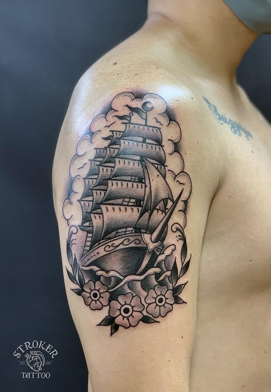 帆船のタトゥー、上腕