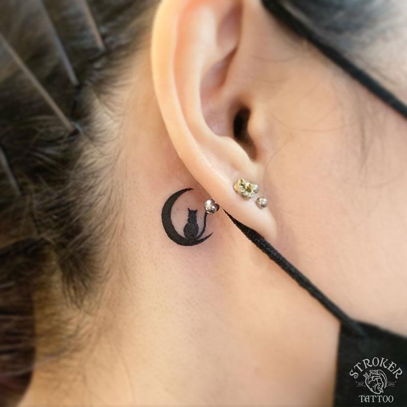 耳裏猫月タトゥー