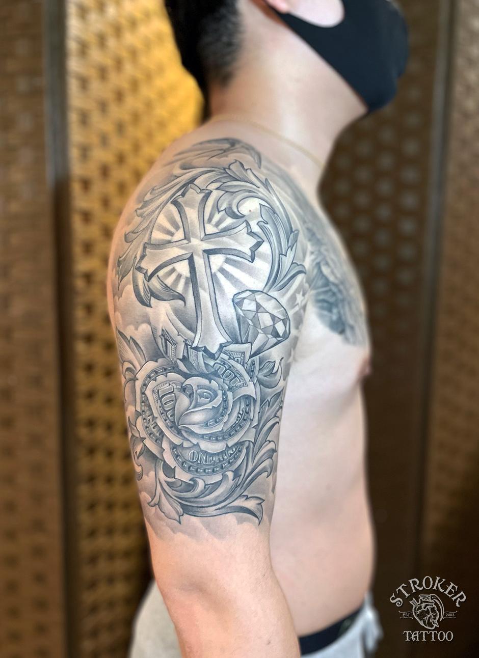 マネーローズ、クロスのタトゥー