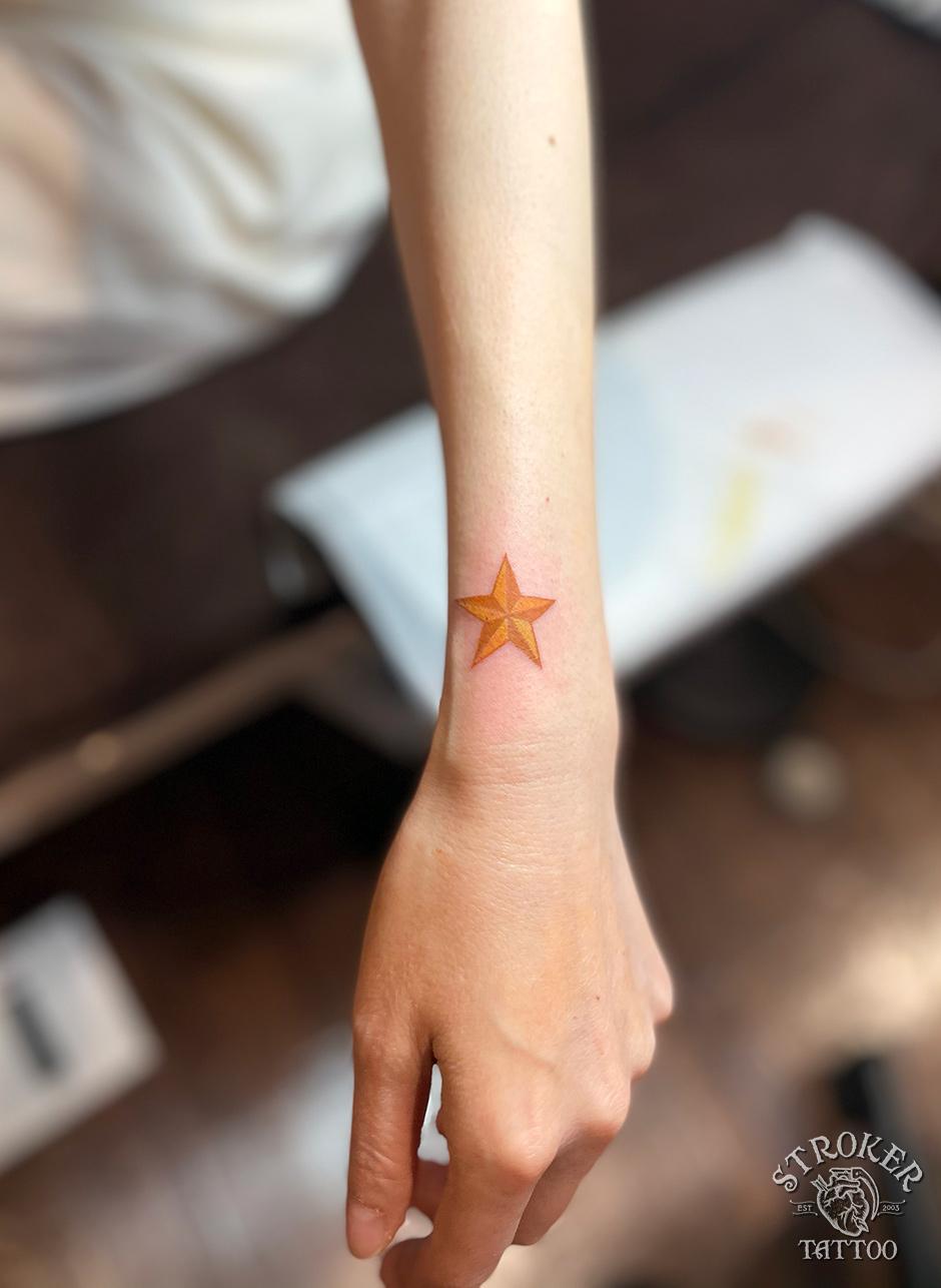 星のタトゥー