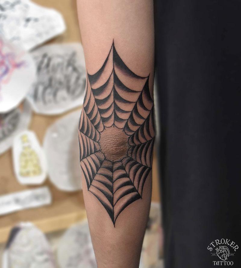 蜘蛛の巣タトゥー